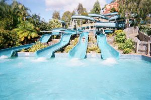 1024px-wetnwild_water_world_australia_white_water_mountain